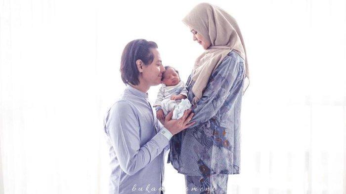 Roger Danuarta Lihat Menggendong Bayi, Dokter yang Tangani Persalinan Istrinya Dibuat Kagum